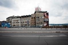 Sul ponte tra la città vecchia e Novi Beograd