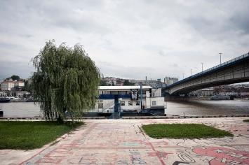 Uno dei battelli lungo il fiume.