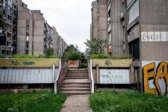 Cortili e palazzi a cortina sono l'emblema dell'architettura di Novi Beograd