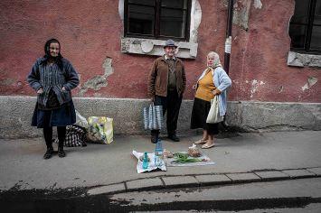 Molti contadini delle zone più rurali raggiungono le città più grandi, come Sighetu Marmatiei, per vendere i propri prodotti in occasione delle celebrazioni pasquali.