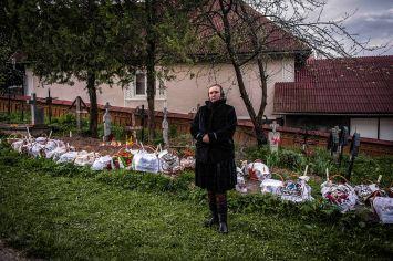 """L'usanza di dipingere le uova per Pasqua è diffusa in tutta la Romania. Per i romeni le uova dipinte, insieme all'agnello, al panettone e alla tipica torta di ricotta chiamata """"pasca"""", fanno parte del pranzo pasquale, rivestendo forti significati religiosi."""