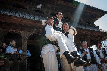 E' a Surdesti, un paese a pochi chilometri da Baia Mare, che il lunedì di Pasqua si anima con i festeggiamenti dell'Udatoriu.