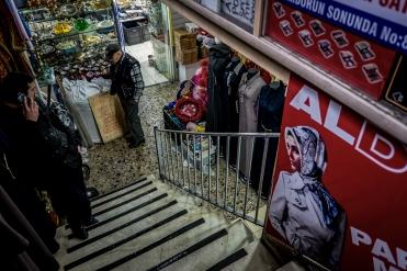 La zona che costeggia il bazar delle spezie, il quartiere egiziano, è un susseguirsi di antiche botteghe e negozi tradizionali.