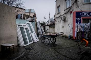 """Fatih è da considerarsi uno dei quartieri più """"conservatori"""" di Istanbul, è la zona più osservante dal punta di vista religioso, con al centro il monumentale complesso della Moschea di Fatih."""
