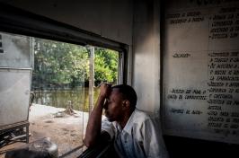 Ogni giorno sui traghetti che collegano il centro dell'Havana al quartiere di regla, si intrecciano storie e volti di cittadini.